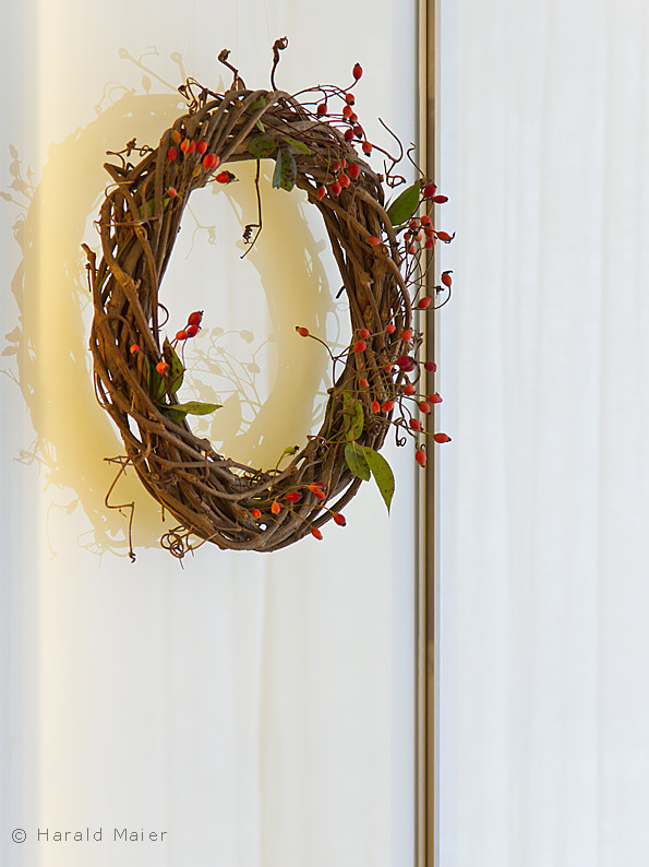 Einbauschrank esszimmer holz mit glasturen einfassung for Glastür küche