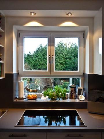licht f r die kueche beleuchtung ber dem kochfeld mit led strahlern. Black Bedroom Furniture Sets. Home Design Ideas
